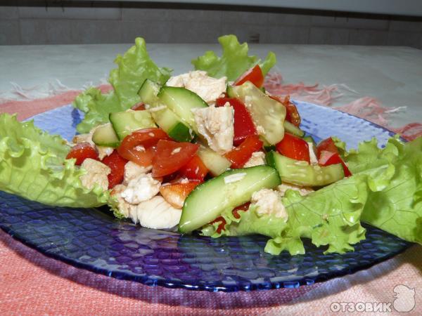Салат с курицей перцем и соевым соусом
