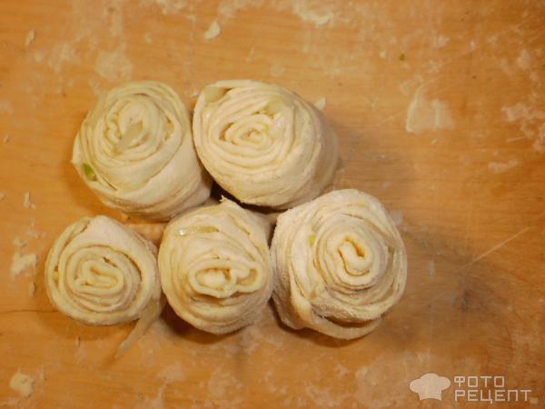 Рецепт Узбекские лепешки с луком слоеные фото