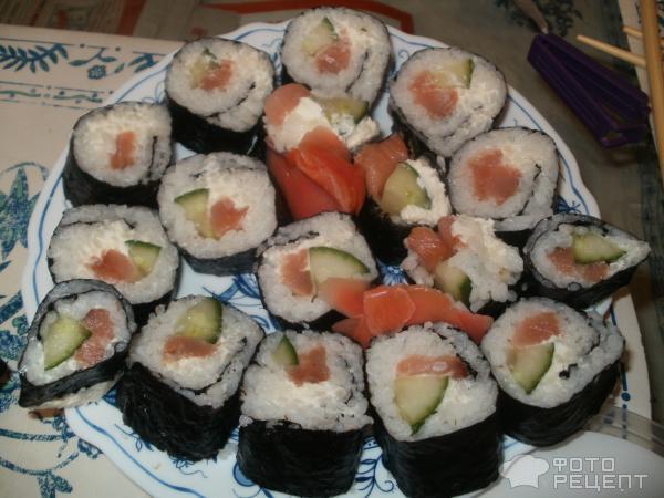 Суши с творожным сыром огурцом и рыбой пошаговый рецепт