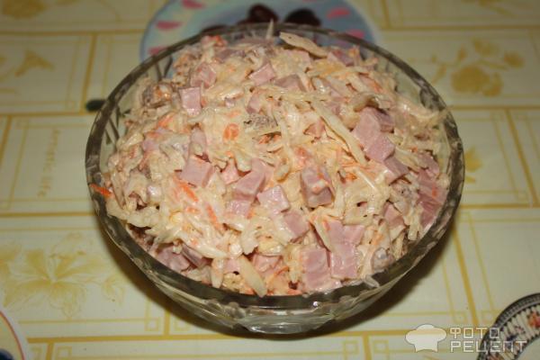 Салат из капусты с кириешками и колбасой рецепт с