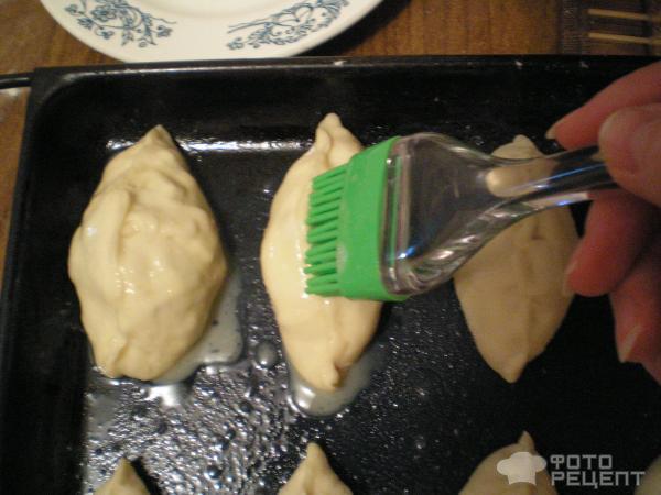Рецепт: Пирожки с луком, яйцом и грибами - в духовке
