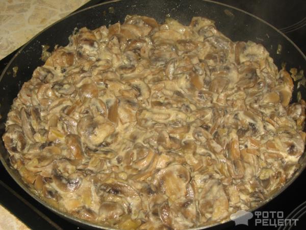 Рецепт: Шампиньоны в сметане   с луком