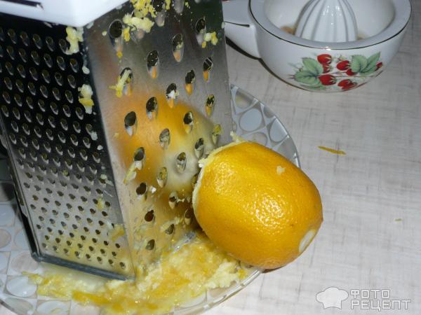 Цедру с лимона сдираю на терке, сок выжимаю сокодавкой.