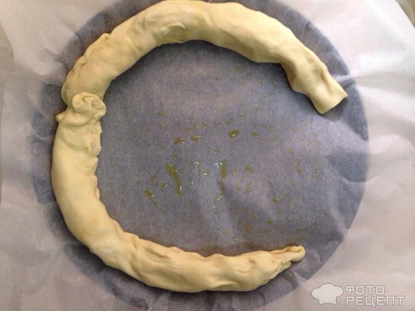 Слоеный пирог с сыром фото