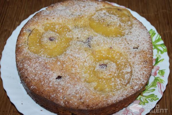 Пирог с консервированными ананасами и малиной фото