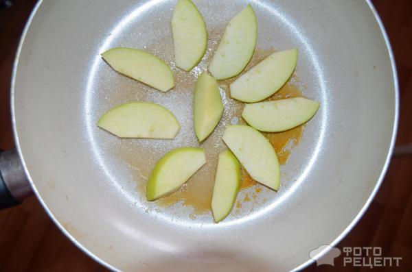 Блинчики с яблоком и корицей фото