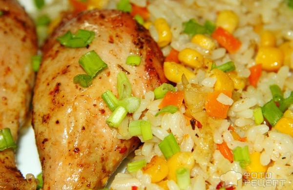 Запеченные куриные ножки с рисом и овощами фото