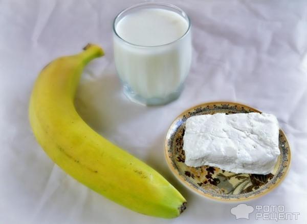 Коктейль из банана молока и творога