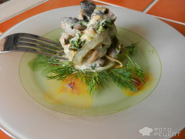 Салат с куриной печенью и маринованными огурчиками фото