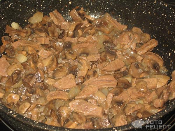 Говядина с грибами в сметанно-горчичном соусе фото