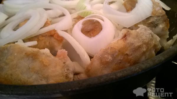 Жареный минтай рецепт с луком и сметаной