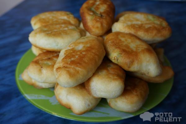 Пирожки с луком и яйцом жареные из дрожжевого теста рецепт