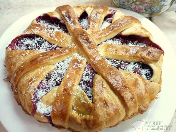 Пирог из готового дрожжевого теста с вишней рецепт