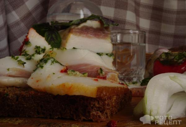 Рецепт: Сало Светофор - оригинальный способ засолки сала со специями