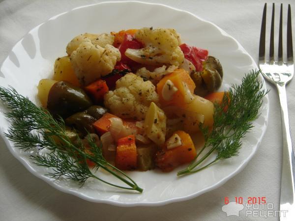 Цветная капуста с овощами в духовке