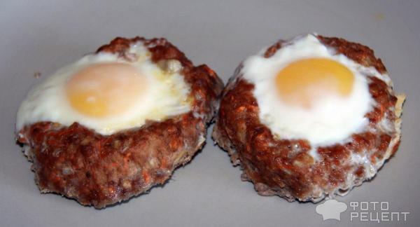 Фарш с яйцом на сковороде