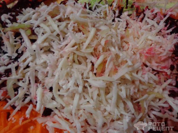 Салат с редькой, свеклой и морковью фото