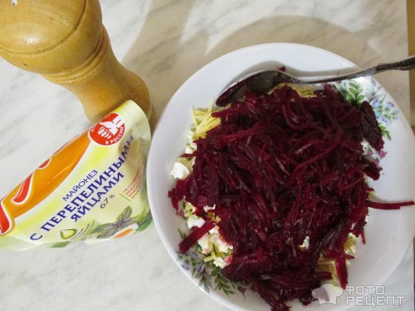 Заправляем салат майонезом и тщательно перемешиваем