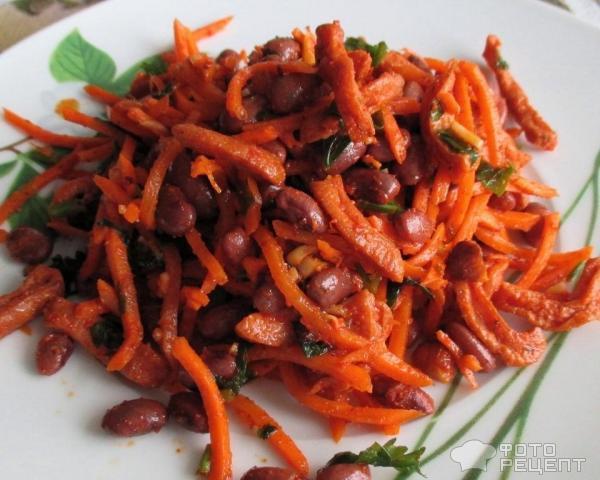 Салат с фасолью и корейской морковью и сухариками рецепт