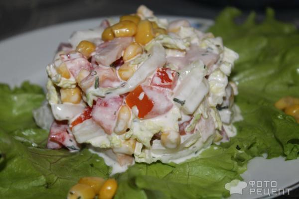 салат из пекинской капусты с кукурузой и ветчиной сыром и