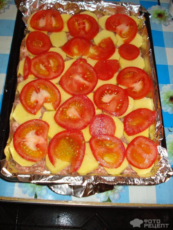 запеченная картошка с фаршем и помидорами в духовке