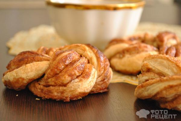 Рецепт булочки с корицей в слоеном тесте
