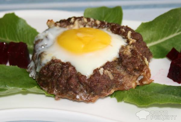 Бифштекс с яйцом внутри рецепт
