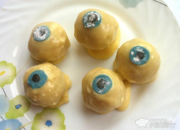 Кейк-попсы Кровавые глаза к Хэллоуину фото
