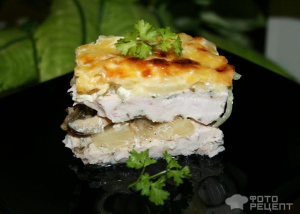 курица под сыром с ананасами и грибами