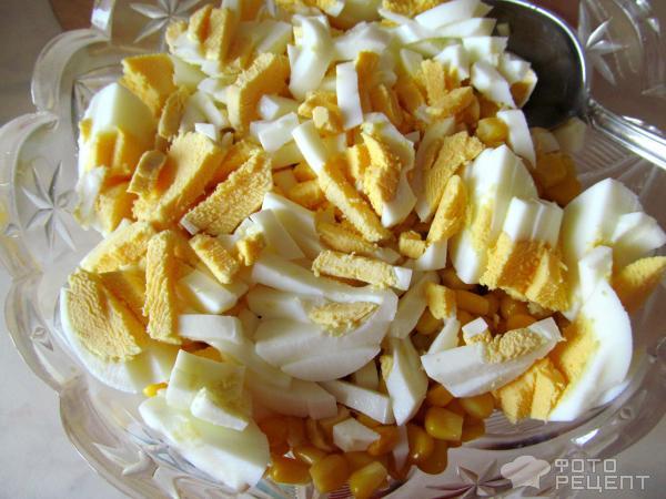 Салат с кукурузой крабовыми палочками чесноком