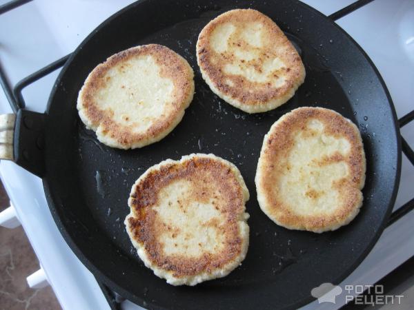 Сырников с творогом на сковороде с манкой