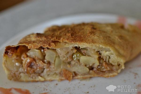 Штрудель с яблоками изюмом и орехами рецепт