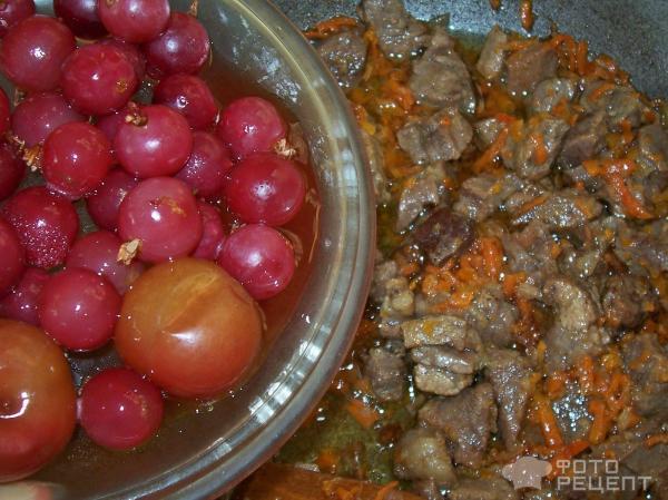 плов из булгура с изюмом и ягодами