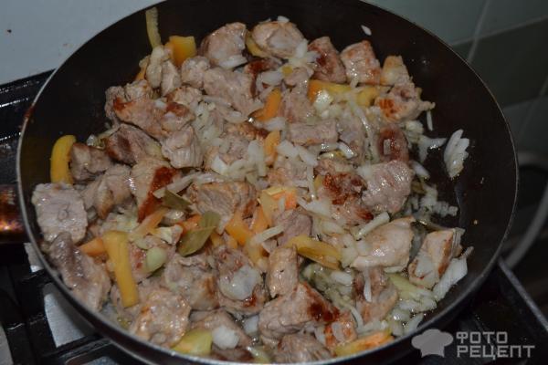 Жаренное мясо с болгарским перцем и луком фото