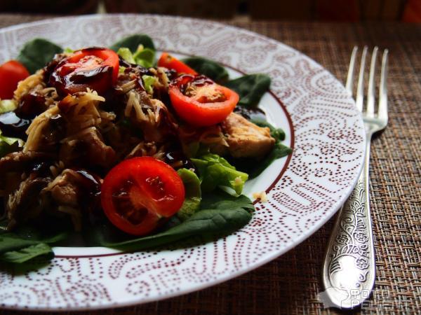 Салат пикантный с соевым соусом