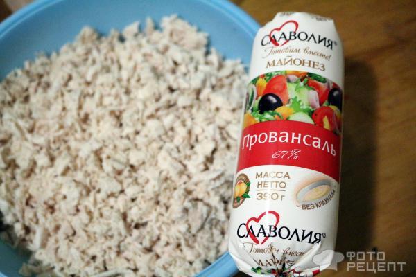 Салат Ореховая курочка с фисташками и виноградом фото