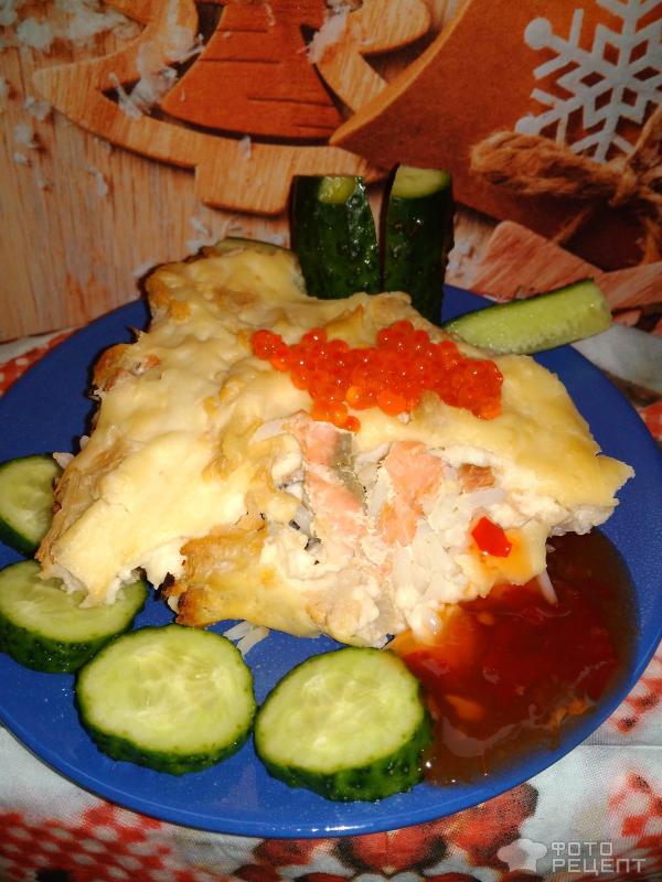 Запеканка из риса, цветной капусты и красной рыбы под соусом бешамель фото
