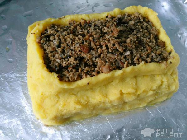 формируем второй слой из картофеля и фарша