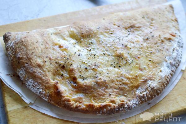 Закрытая пицца кальцоне фото