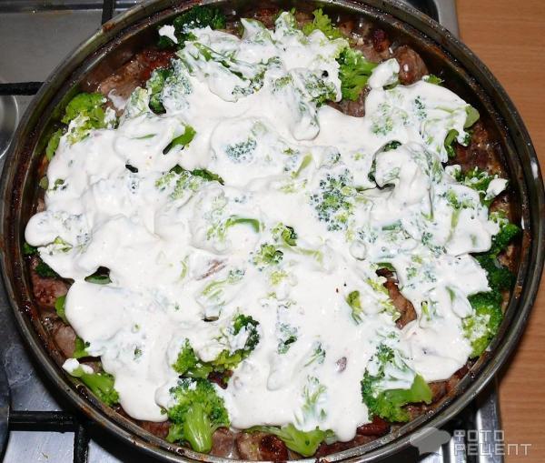 Кусочки индейки с брокколи в духовке фото