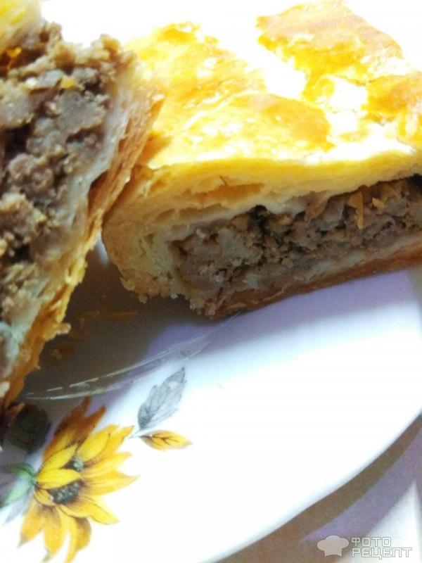 Пирог с мясом из Слоеного теста фото