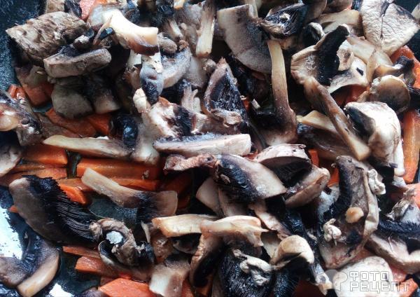 Брокколи на сковороде с грибами и морковью фото