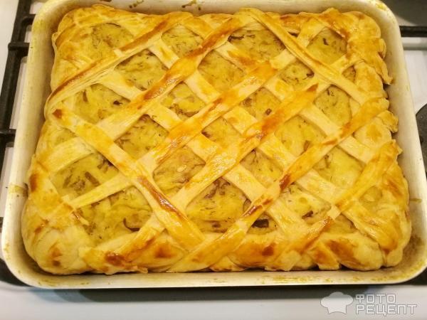 Пирог с картофелем и солеными огурцами фото