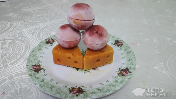 Вкусный сырно-клубничные шарики в желе фото