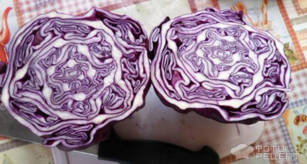 Салат из краснокачанной капусты с сайрой фото