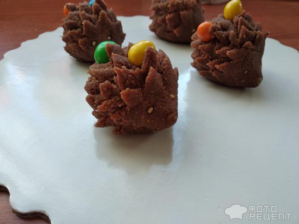 Пирожные Ежики на полянке фото