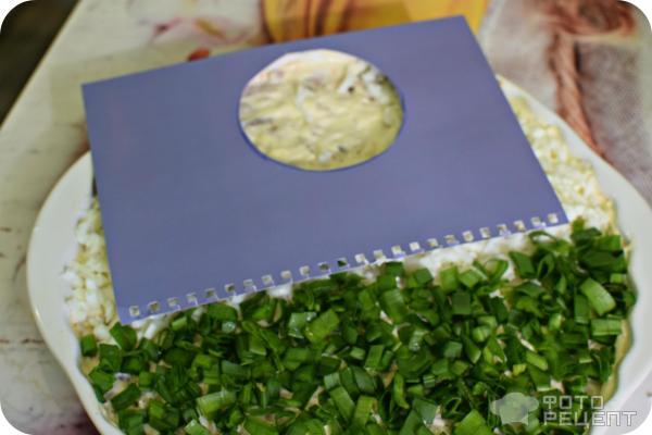 Салат с шампиньонами и курицей фото