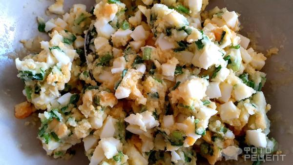 Начинка для пирожков с яйцом и зелёным луком и картошкой