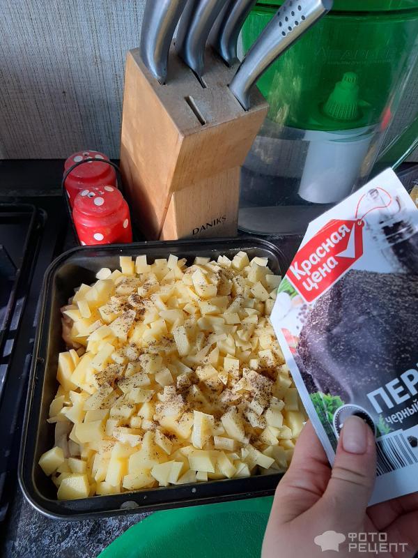Куриное филе запеченное под луком и картошкой фото