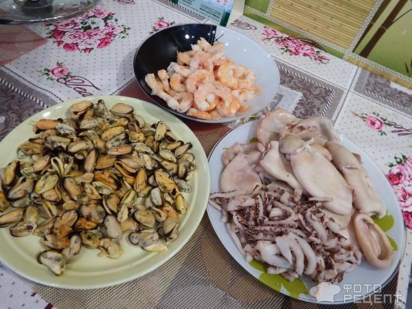 Салат из морепродуктов фото